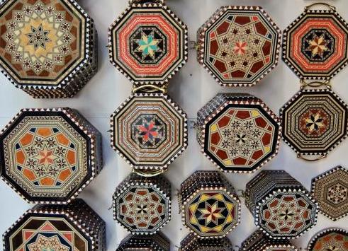 スペイン、グラナダの寄木細工タラセアの魅力に迫る・・・ – Trendy ... ef78814e7d01a