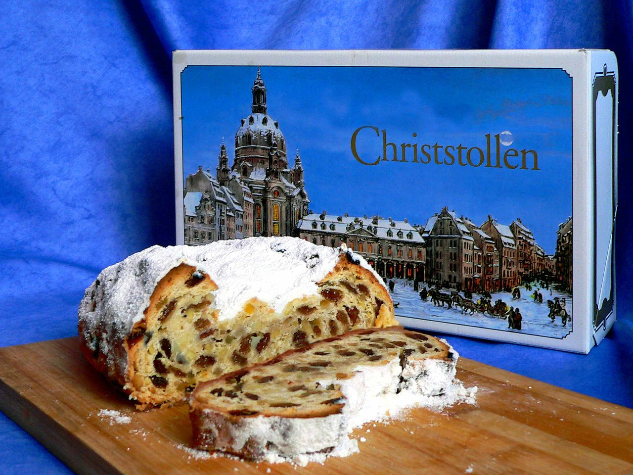1280px-Stollen-Dresdner_Christstollen