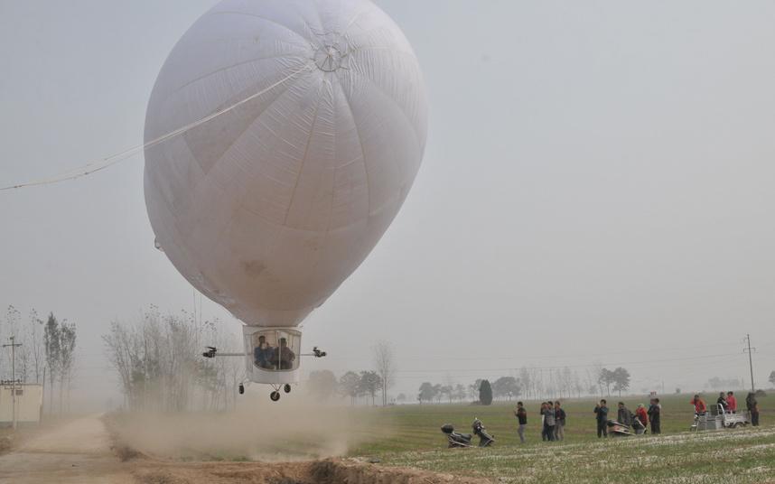 credit: http://i.telegraph.co.uk/multimedia/archive/03487/potd-zeppelin_3487069k.jpg