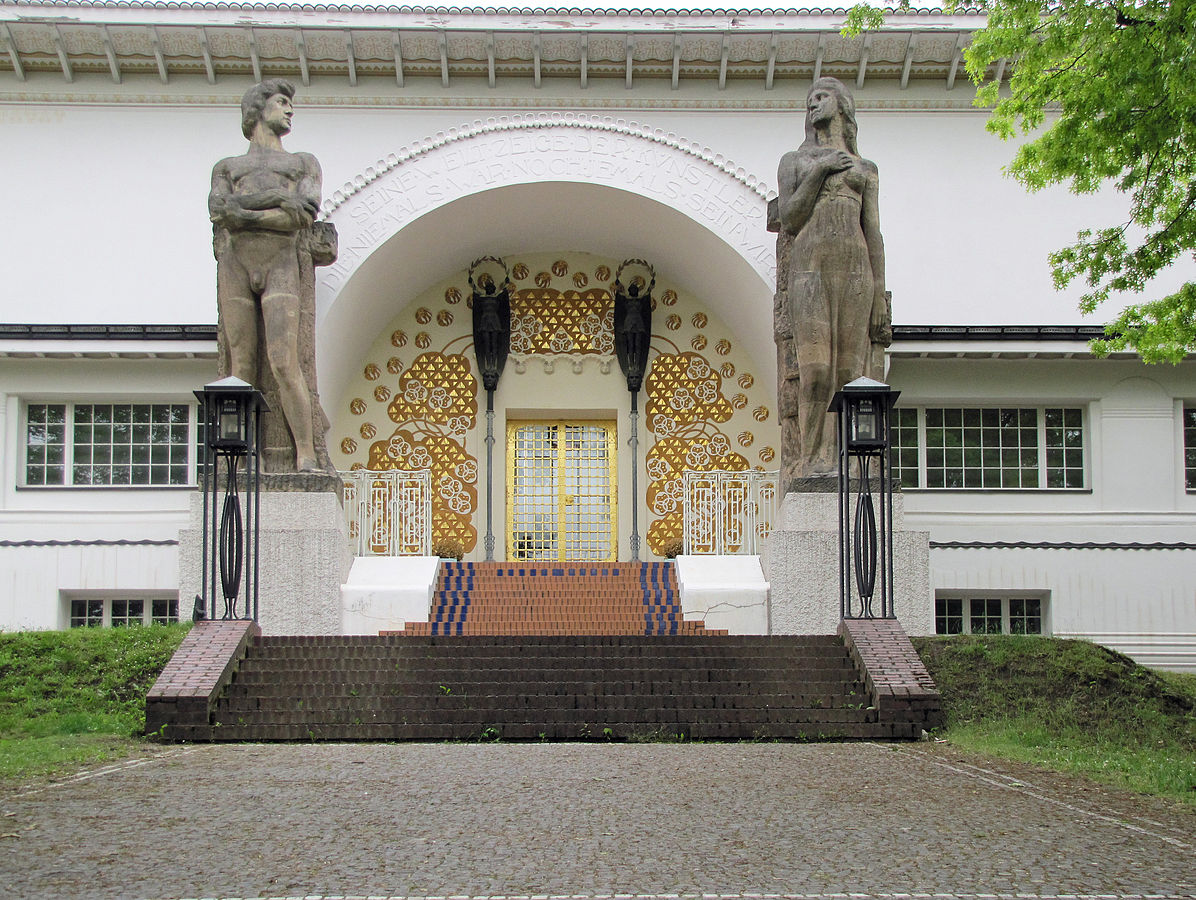 1196px-Mathildenhoehe-ernst-ludwig-haus-076